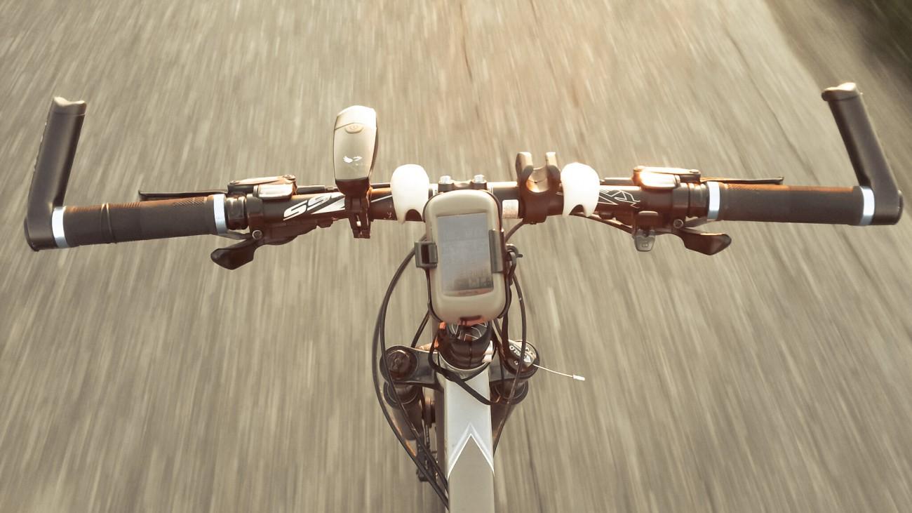 Garmin Dakota 20 w trakcie jazdy