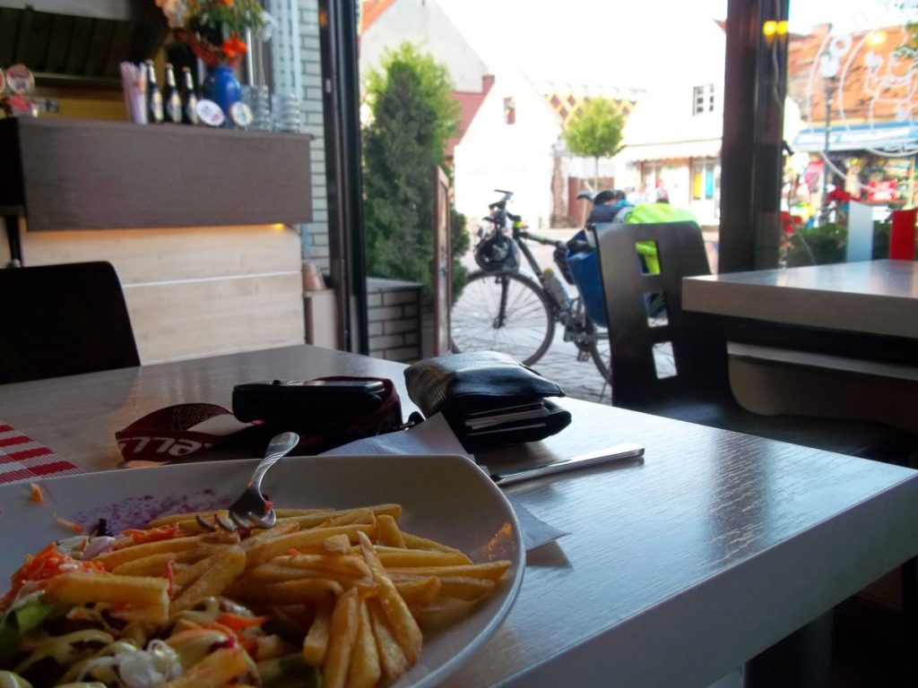 Po całym dniu kręcenia, zasłużyłem na porządny obiad w Łebie